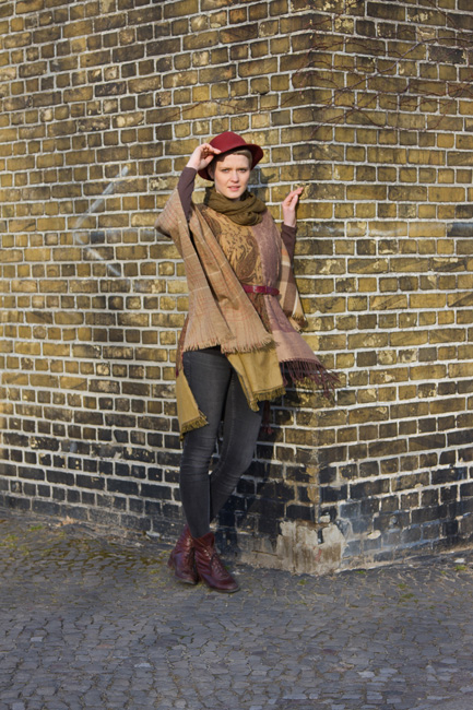 http://substantiellesminimum.de/files/gimgs/120_64-poncho-sconcho-made-from-upcycled-scarfs.jpg