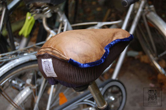 http://substantiellesminimum.de/files/gimgs/124_ja-si-upcycled-seat-cover-made-from-old-leather-jacket-5.jpg