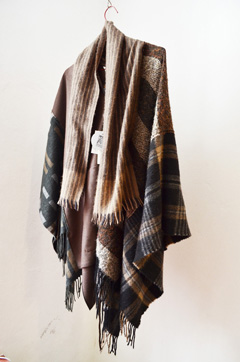 http://substantiellesminimum.de/files/gimgs/124_substantielles-minimumponcho-made-from-scarfs-5.jpg